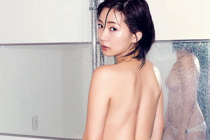 階戸瑠李 新年に飛躍を誓う裸身グラビア!