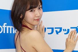 階戸瑠李(28)のソフマップ美尻撮り