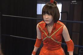 AKBプロレスドラマで宮脇咲良のお股パックリ