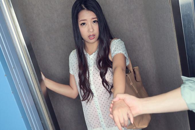 鈴木さとみ エレベーターが開くと同時に…ドッキリに女優魂で神対応!