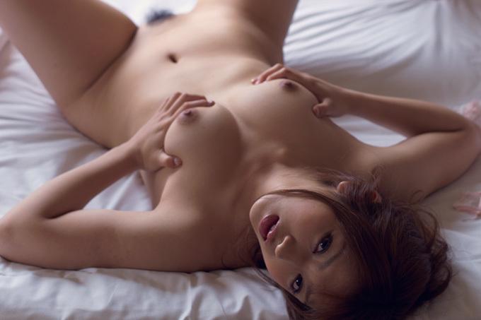美麗グラビア × 神咲詩織 ベッドの上のえっちなお姉さん