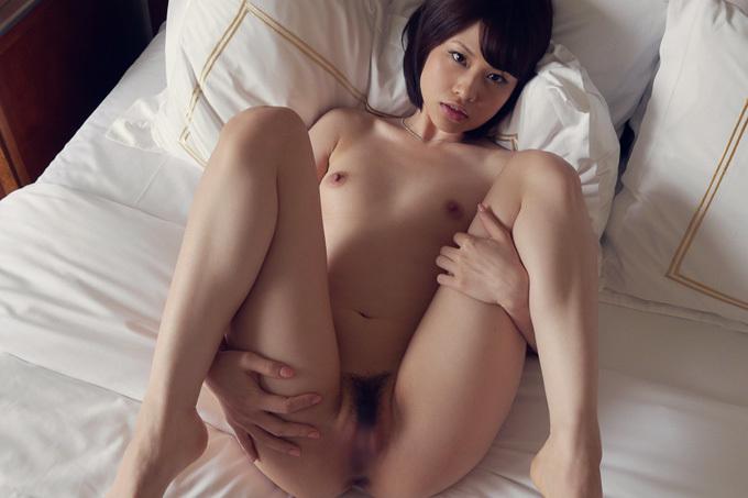 スレンダーお姉さんが四つん這いで誘惑…セックス画像