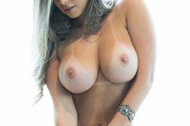 乳房に日焼け跡つけた白人さん画像 part11