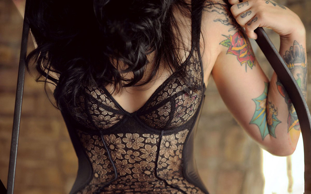 タトゥー ヌード 画像 12