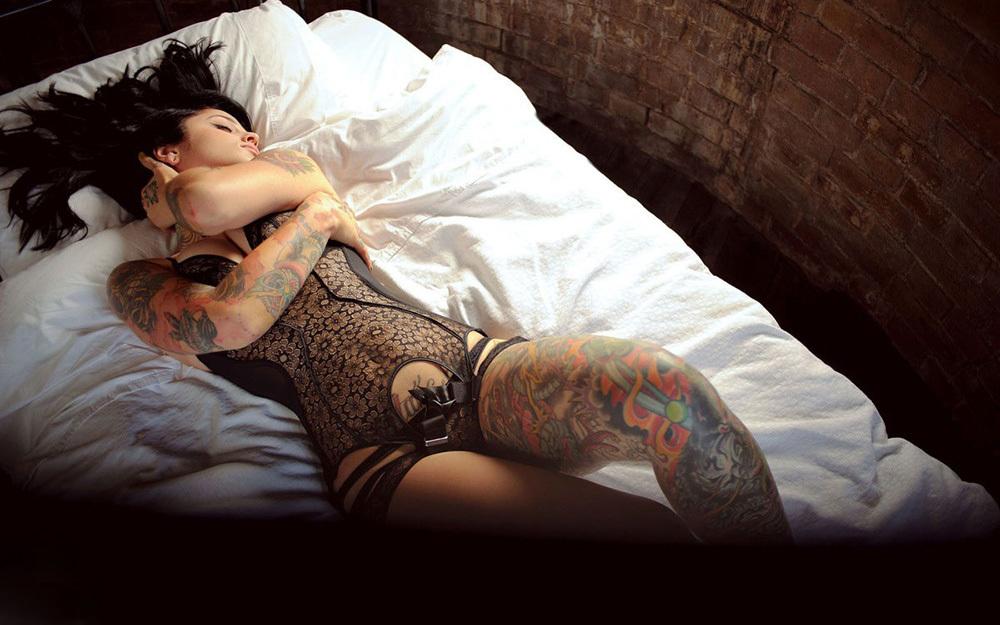 タトゥー ヌード 画像 13