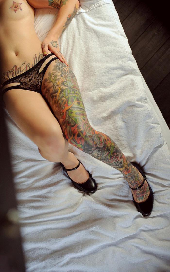 タトゥー ヌード 画像 16