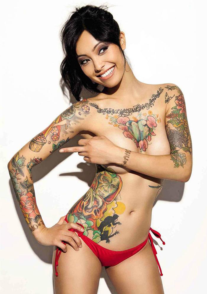 タトゥー ヌード 画像 2