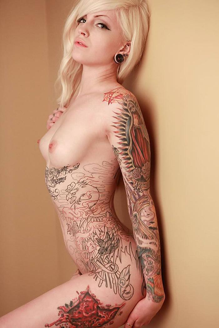 タトゥー ヌード 画像 65
