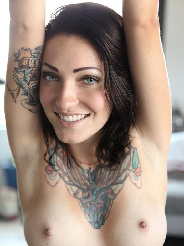 タトゥー ヌード 画像 8