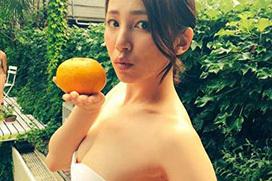 吉川友(24)「この水着、大胆かしら?」パシャ)⇒ツイッターで上げたら乳首見えていた…(※拡大画像あり)