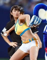 稲村亜美始球式エロ画像3