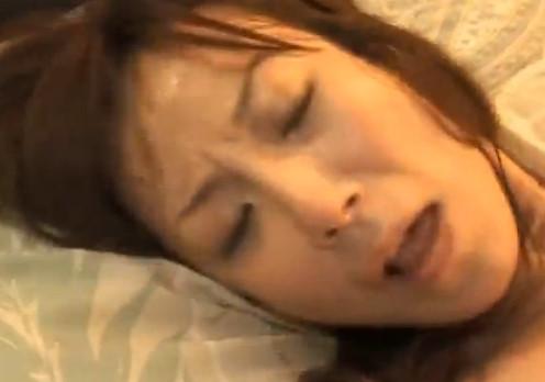 【五十路無料動画】五十路のレオタード熟女が電マで潮吹きオナニー