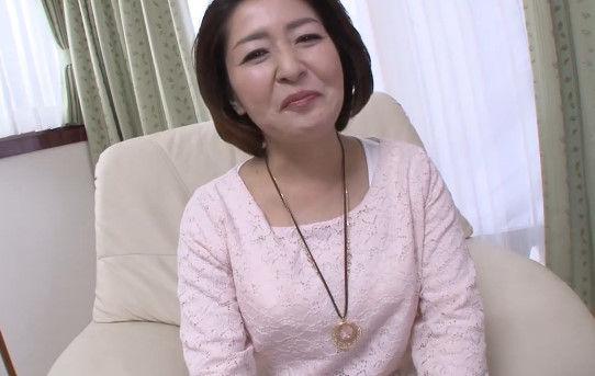 【五十路無料動画】化粧ののりがいい田舎の五十路熟女がおまんこ触られて涙目