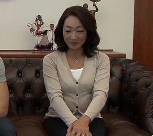 【人妻動画】《50代の性欲》ムスコは愛する母親を慰めるべく完熟した肉体をはげしく愛撫する☆