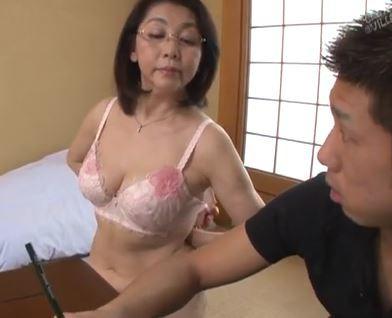 (ヒトヅマムービー)《還暦の性欲》まだまだ現役の美体で若者を虜にする婆ちゃん☆