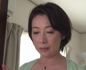 (ヒトヅマムービー)《50代の肉蜜》ムスコの家を掃除している母はムスコの性癖を知り動揺する☆