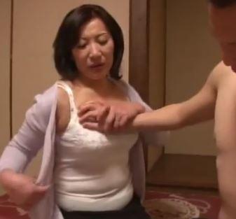 (ヒトヅマムービー)《還暦の膣内内蜜》オチンチンに飢えたヒトヅマが元気棒を求める夜☆