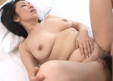 (ヒトヅマムービー)《超ヒトヅマの性欲》白肌でぽちゃした裸体はマダマダ現役で男根を食べまくる☆