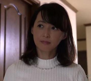 (ヒトヅマムービー)《50代の欲望》純粋な奥さんが初めて他人のオチンチンを味わうと性欲が無双☆