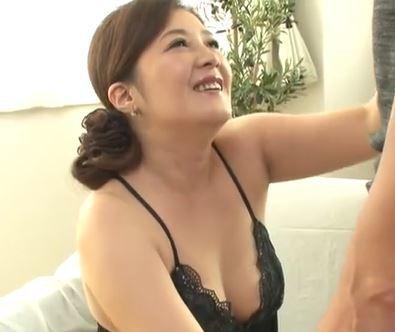 (ヒトヅマムービー)(初脱ぎ50代)SEXレス美美巨乳ヒトヅマが久々の他人棒に感はげして乱れ狂う☆