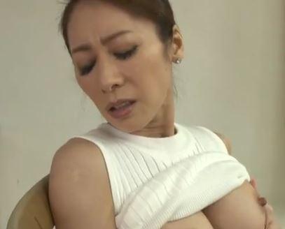 (ヒトヅマムービー)(ヒトヅマの性癖)SEXレスの美美巨乳ヒトヅマはスリルと性感を求めて町にでる☆