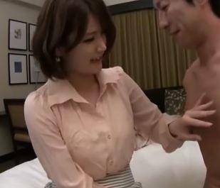 (ヒトヅマムービー)《ヒトヅマキャッチ》程よい肉感が良い感じな奥さんが他人棒にレンゾクあくめ☆