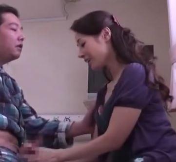 (ヒトヅマムービー)(ネトられヒトヅマ)入院中のダンナをフェラチオチオ抜きした後に隣のアニちゃんにハメられる奥さん