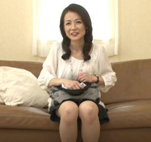 (ヒトヅマムービー)(初撮り50代)純粋でモデルな奥さんが淫らな姿を曝け出す☆