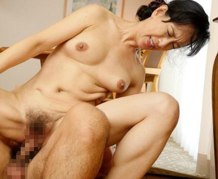 (ヒトヅマムービー)《ヒトヅマの性欲》妖艶な裸体がナマポの感触にイク~イク~を連呼して乱れる
