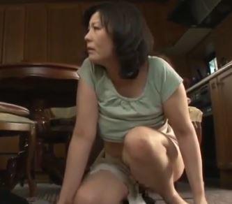 【人妻動画】《人妻の膣内蜜》ダンナより元気なチンチンに欲情するドSな熟母www円城ひとみ