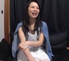 (ヒトヅマムービー)《初脱ぎヒトヅマ》平凡なシロウト奥さんは実はドすけべなヘンタイでした☆
