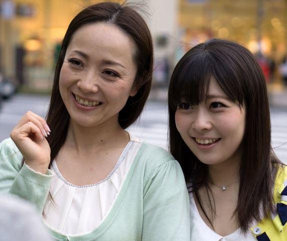 (ヒトヅマムービー)《ヒトヅマキャッチ》小小娘ならと安心感もあり気楽に誘われるままついて行く30代や40代のヒトヅマ☆