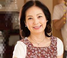 (ヒトヅマムービー)《50代の性欲》帰省してみると今まで気付かなかった母の魅力に心を奪われてしまう