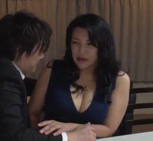 【人妻動画】《熟妻の乱れた性》熟れた肉体が若者たちの性の捌け口とされる肉便器