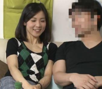 【人妻動画】《ヒトヅマキャッチ》ダンナに相手にされないシロウト主婦がヤリチン野郎に口説かれる☆