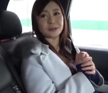 (ヒトヅマムービー)《ネトられ妻》読者モニター企画で騙された奥さんが民宿でハメドリされる