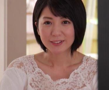 (ヒトヅマムービー)《初撮り奥さん》見た目は純粋なヒトヅマが亭主以外のオチンチンを知りたくて他人棒を受け入れる