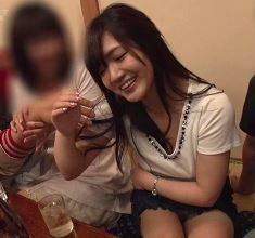 (ヒトヅマムービー)《ネトられ同級会》合コンで酔い潰れた奥さんが男達にマワされハメドリ膣内内内射精