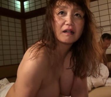 (ヒトヅマムービー)《ネトられる熟蜜》混浴の宿屋でヒトヅマたちがヤリチン野郎にカラダを汚される