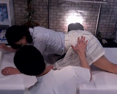 【人妻動画】《ネトられ50代》金持ち人妻が悪徳マッサージ師に性感帯を責められヘロヘロに逝かされる
