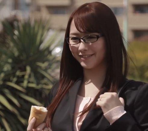 【人妻動画】《白石茉莉奈》ロケット乳でBOYのハートを鷲掴みするヒトヅマ教師がエッチ☆な行為