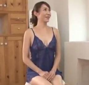 (ヒトヅマムービー)《初撮りヒトヅマ》良い感じで才を重ねた奥さんが刺激を求めて他人棒にナカ出しされる