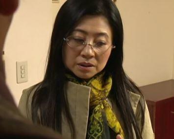 (ヒトヅマムービー)《ヘんり-塚本》50代の夫を亡くした妻が刑務所から出てきた義弟の性処理をする