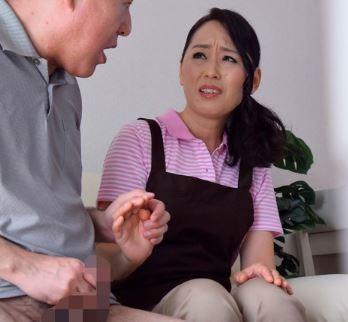 (ヒトヅマムービー)《ネトられ奥さん》デリエプロン女のヒトヅマさんにオチンチン掃除を頼んでみたら簡単にOKでした…