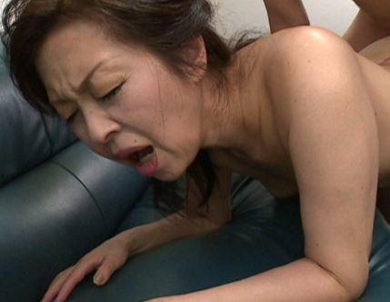 (ヒトヅマムービー)《高齢ヒトヅマ》夫を亡くした妻の膣内内蜜が若いチンチンに何度も逝かされる☆