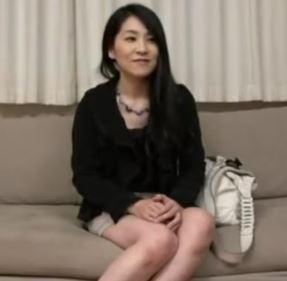 (ヒトヅマムービー)《ヒトヅマキャッチ》上品な雰囲気をしてるのにすけべなシロウト奥さんはビンカンな身体ですwwネトられナカ出し☆