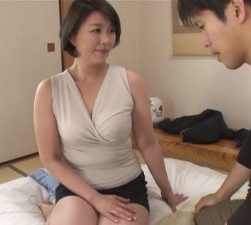 (ヒトヅマムービー)《円城ひとみ》伯母さんの暖かいまんこの感触が病みつきになる☆