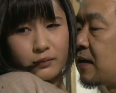 (ヒトヅマムービー)《へんりー塚本》家庭内で日常的に行われる母小小娘の肉欲SEX☆