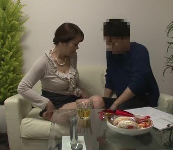(ヒトヅマムービー)《個撮》あぁ~イっちゃう~思春期のムスコとSEXしちゃう50代の母さん☆