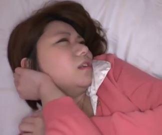 (ヒトヅマムービー)《マッサージキャッチ》酔った奥さんをHOTELに誘ってハメドリナカ出し☆
